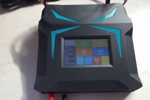 Érintőképernyős akkumulátor töltő